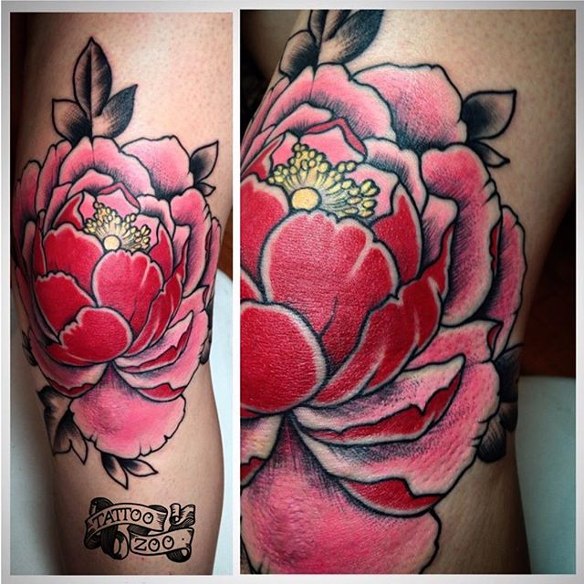 Beautiful knee tattoo by @bold_and_classy  Call 250-361-1952 to book.