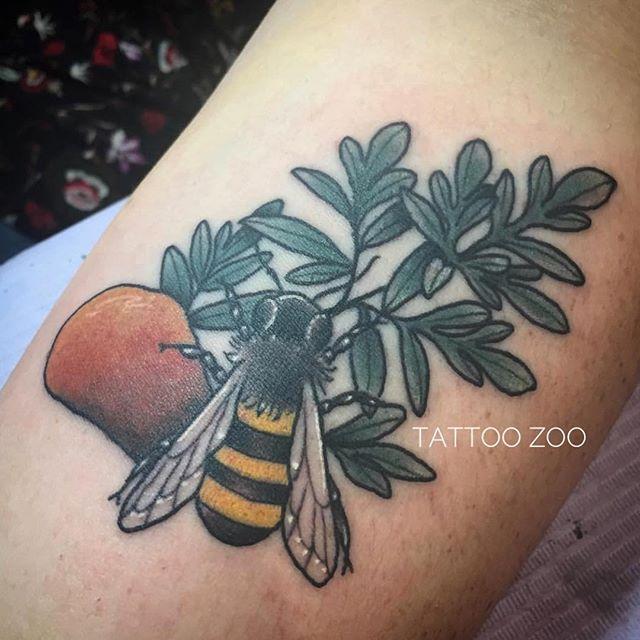 Buzz buzz (tattoo by @tamitattoos)