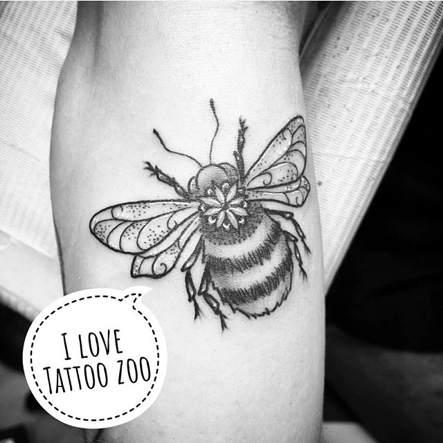 BEEautful!!! #beepunsreallysting (tattoo by @tamitattoos)