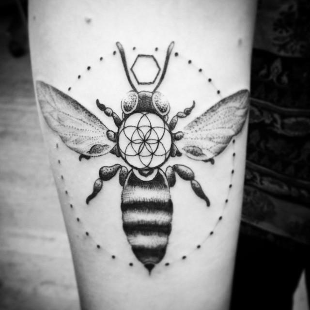 Buzzbuzzbuzz ... (tattoo by @davidmaiertattoos)