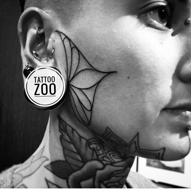 Welcome to Tattoo Zoo. We love to do all kinds of tattoos... especially beautiful ones like this!! 🖤(tattoo by @tamitattoos) #jobstopper