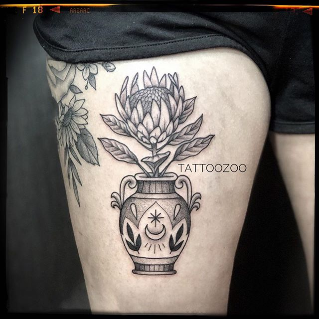 @interstellarwhispers loves tattooing botanicals!! Call 250-361-1952 to book.